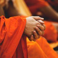 Handskakning med det motsatta könet i konfucianismen och buddhismen